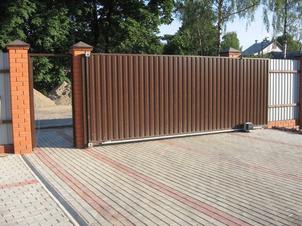 Откатные ворота для  коттеджа